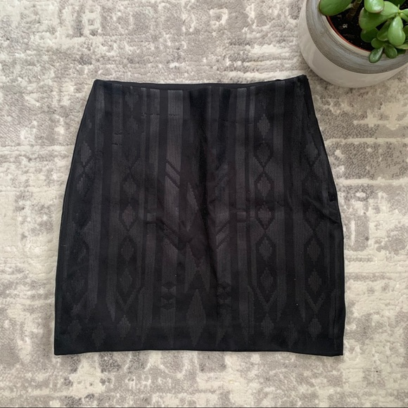 💖 SALE TODAY ONLY H&M black sequin skirt